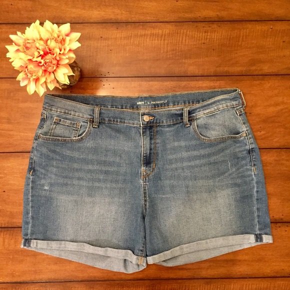 Old Navy Pants - Old Navy Curvy Fit Cuffed Denim Jean Shorts